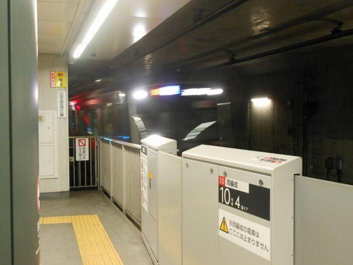 渋谷どまりの各停が4番線に入線