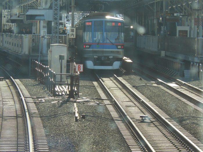 東横線特急から目黒線各停を眺める