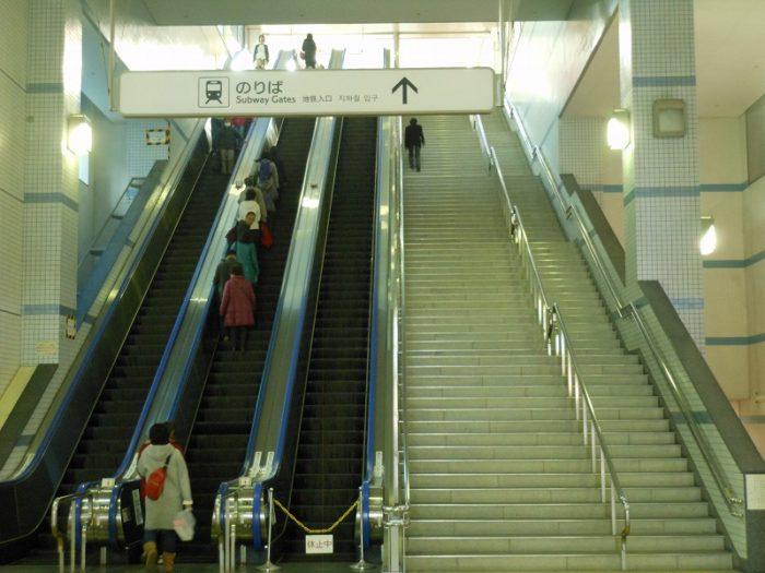 センター南の北側は長い階段