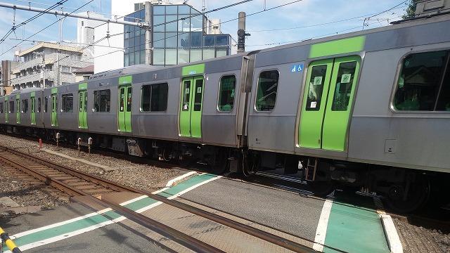 E235系の側面