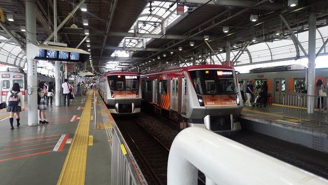渋谷から田園都市線各停が到着