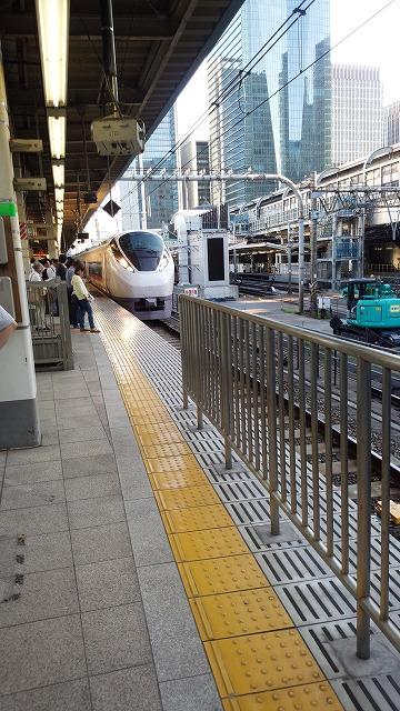 東京に停車中の常磐線特急