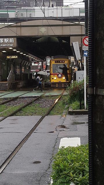 大塚駅前に佇む7000形