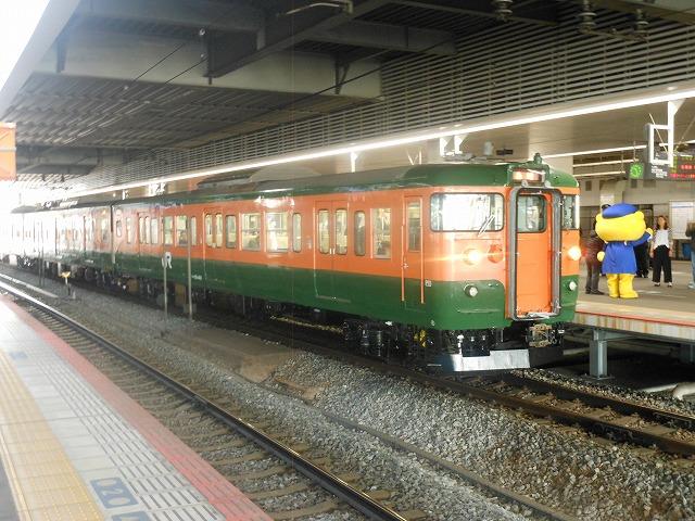 美しい115系電車湘南色