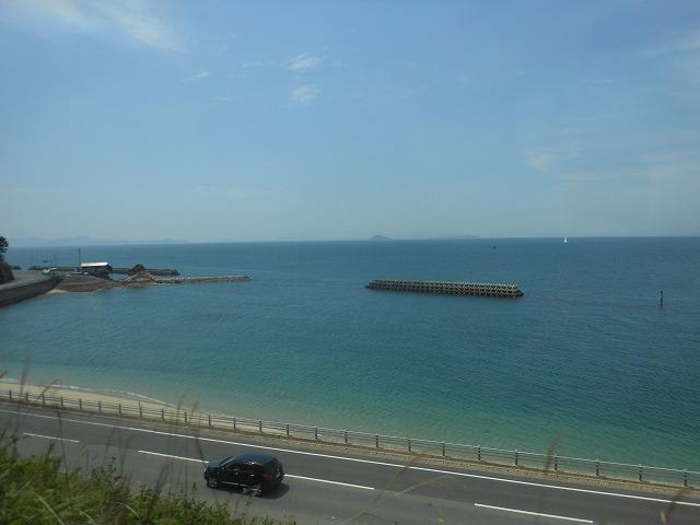 愛媛県の海沿いを行く