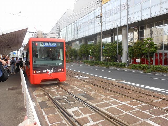 松山駅前どまりが到着