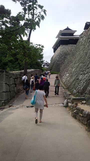 偉大な松山城が見えてきた