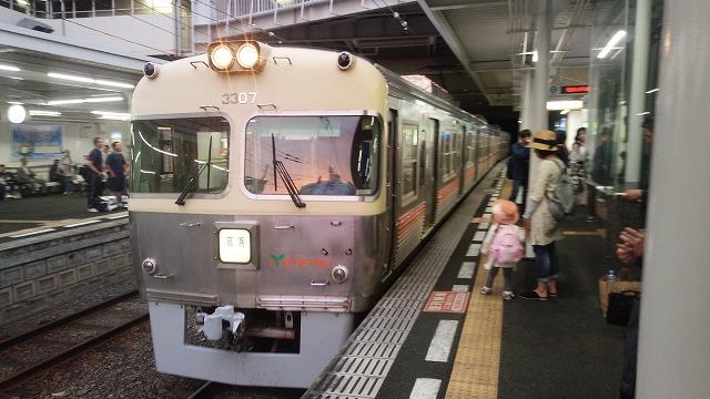 松山市に進入する元京王車(高浜港行き)