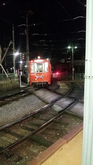 道後温泉の引上線に行く路面電車
