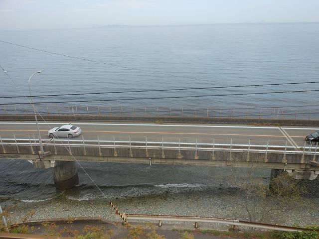 伊予灘ものがたりからの車窓:美しい伊予灘