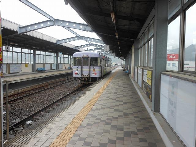 宿毛に停車中の普通列車