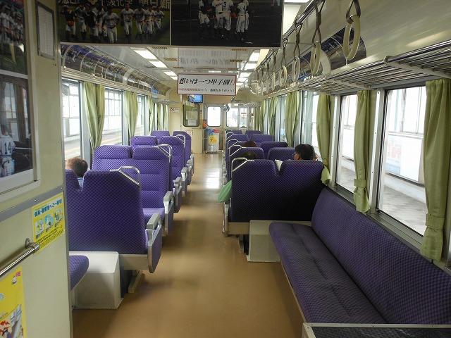 転換クロスシートが並ぶ土佐くろしお鉄道の普通列車