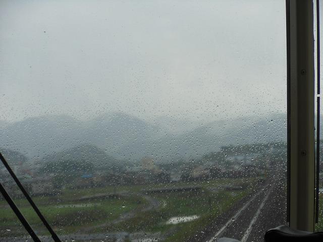 前面展望:雨粒にピントが合った例