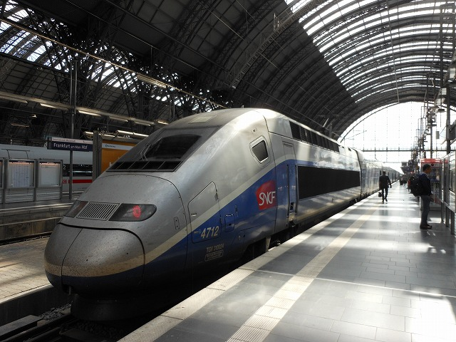 フランクフルト中央駅に停車しているTGV
