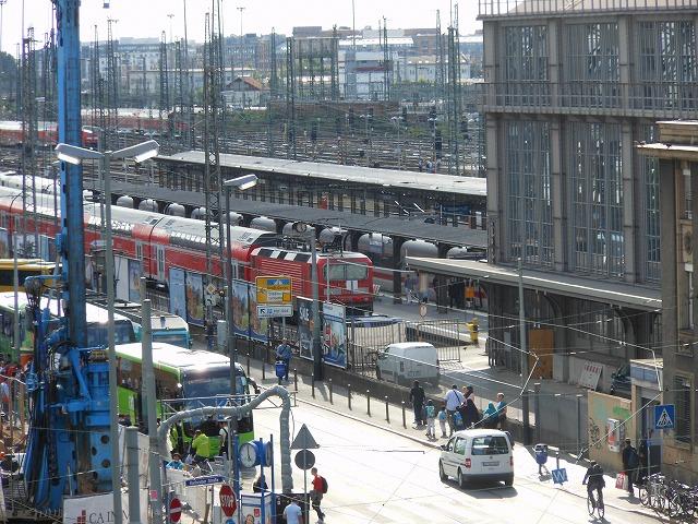 フランクフルト中央駅前のホテルから眺める中央駅