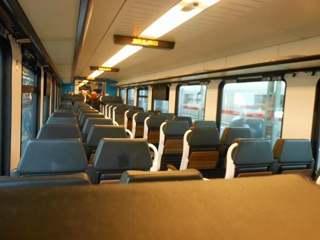 フランクフルトからコブレンツを結ぶRE(快速列車)の車内
