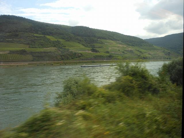 ライン川とそこを行く船
