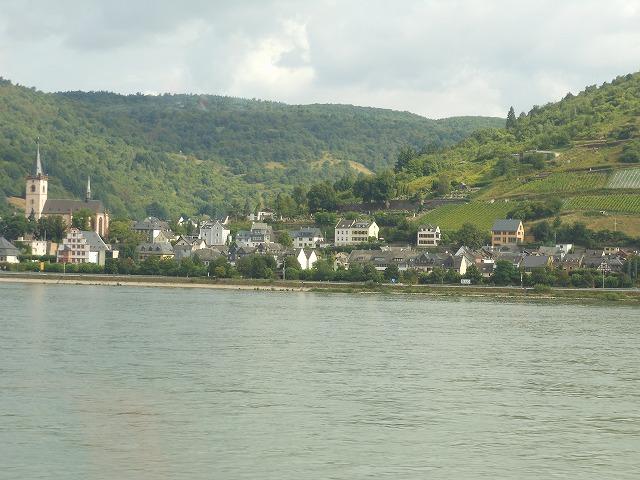 美しい河川と美しい古城