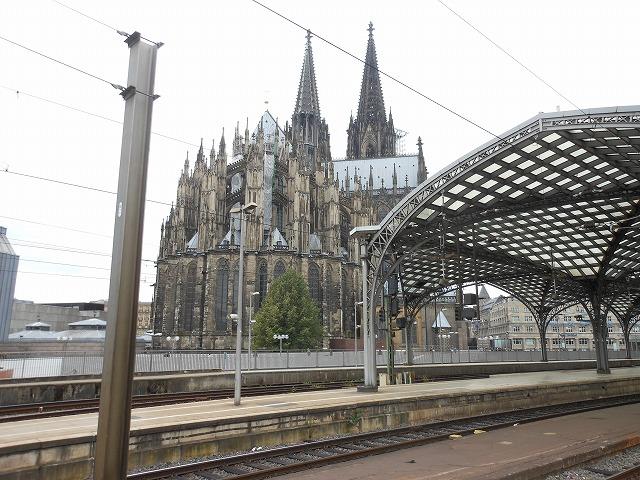ケルン中央駅から眺めるケルン大聖堂