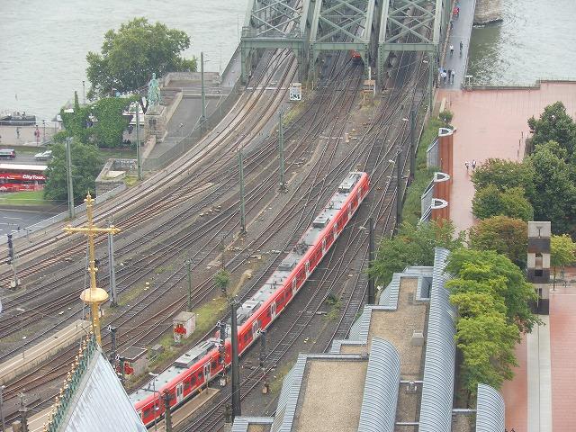 有名な橋を上から眺める(Sバーン))