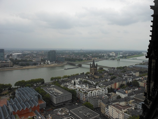 ケルン大聖堂から眺めるライン川