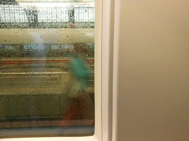 窓割が合わないので、景色が望めない座席(ICE2)