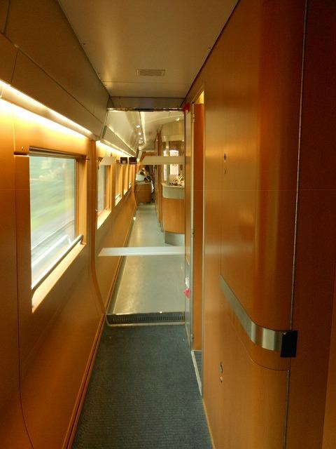 ICE2の食堂車入口部分(車内)