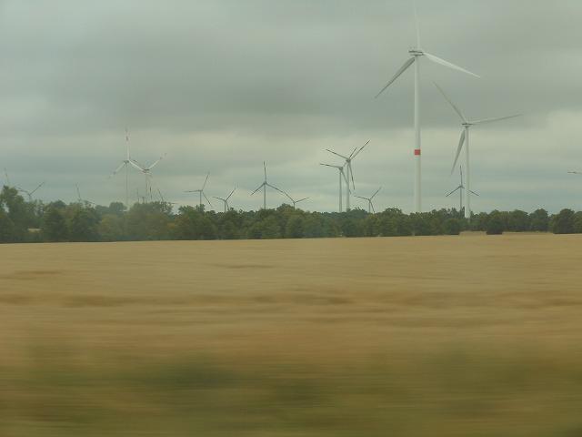ICE2から眺めた風車(ベルリン近く)