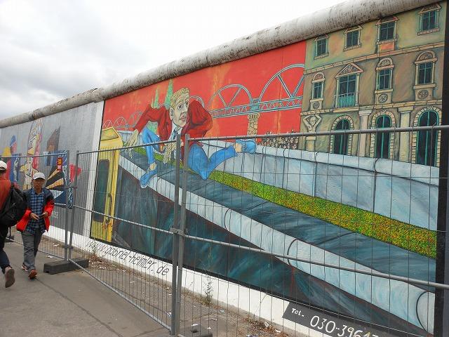 イーストサイドギャラリー:ベルリンの壁が二重構造であった