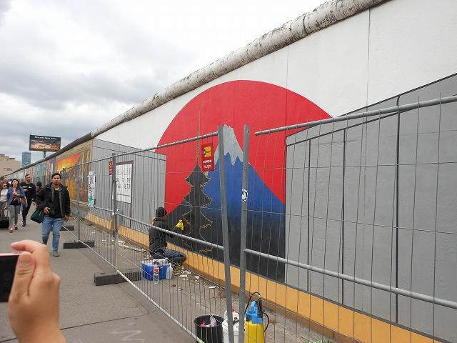 イーストサイドギャラリー:富士山が描かれている