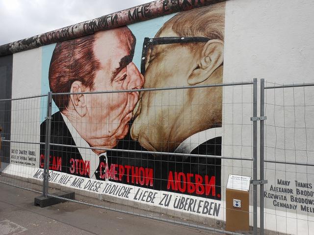 イーストサイドギャラリー:ブレジネフとホーネッカーのキス