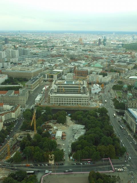 ベルリンテレビ塔から旧王宮方面を眺める