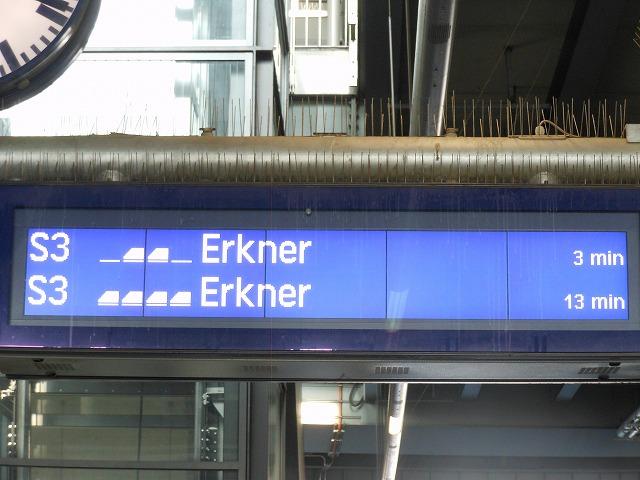 オストクロイツ駅でのエルクナー行きの表示