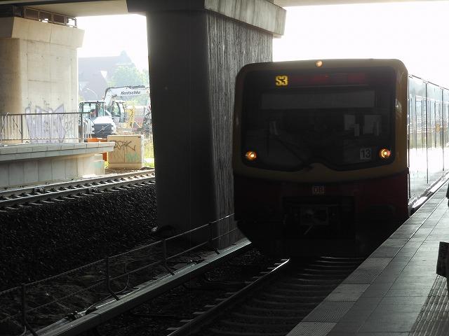 エルクナー行きのS3(オストクロイツ駅構内)