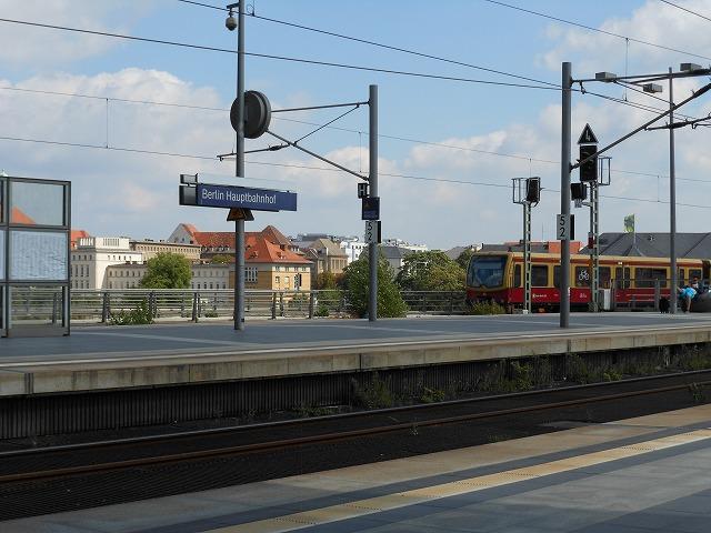 ベルリン中央駅とSバーンの共演