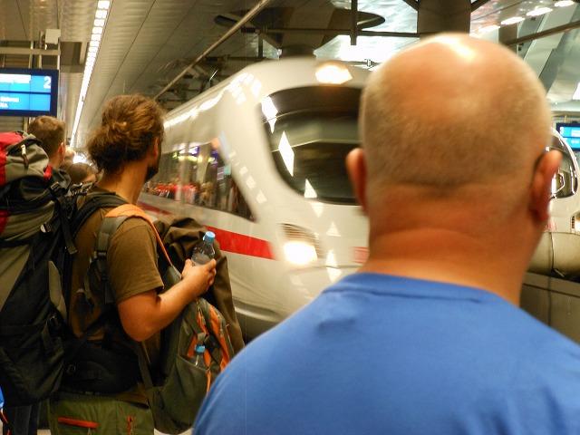 ベルリン中央に入線するICE-T