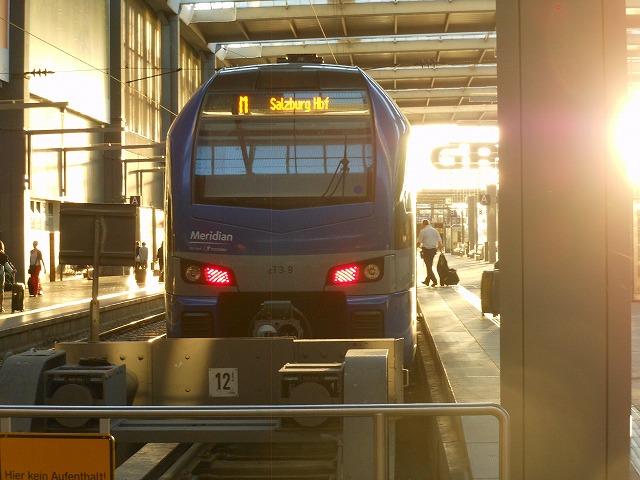 ミュンヘン始発ザルツブルク行きの近郊列車
