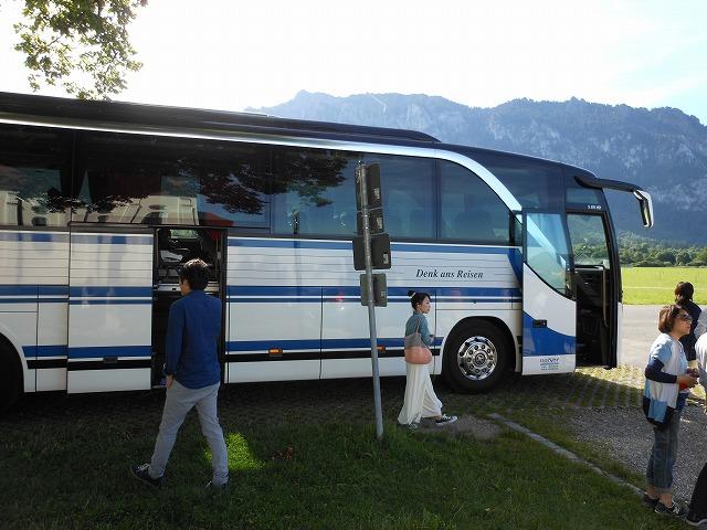 中扉がある観光バス
