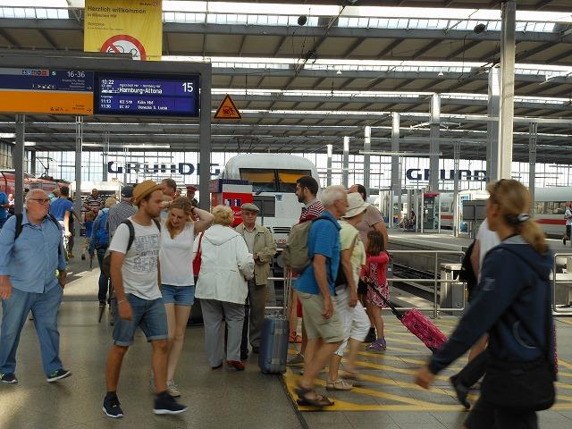 にぎわうミュンヘン中央駅