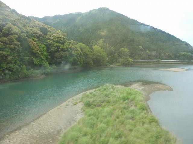 宿毛を出てすぐの川