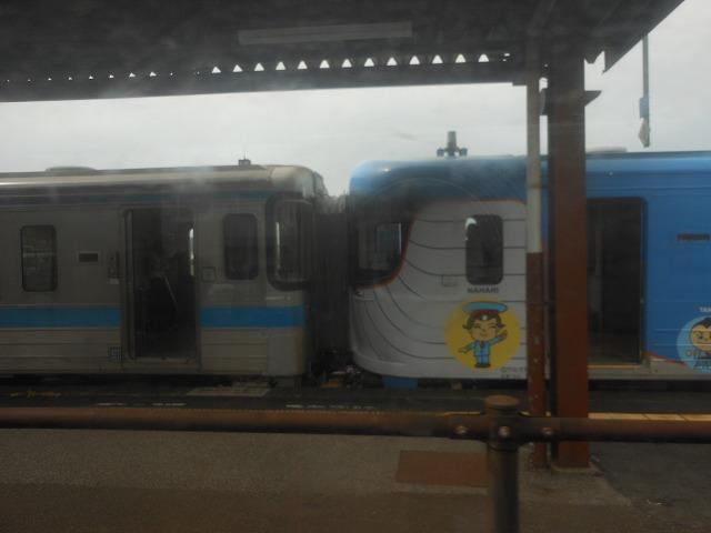 JR車と土佐くろしお鉄道車の連結