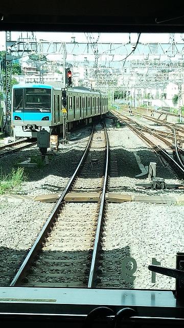 快速急行が発車:新百合ケ丘