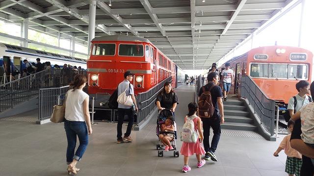 DD54と80系電車の並び