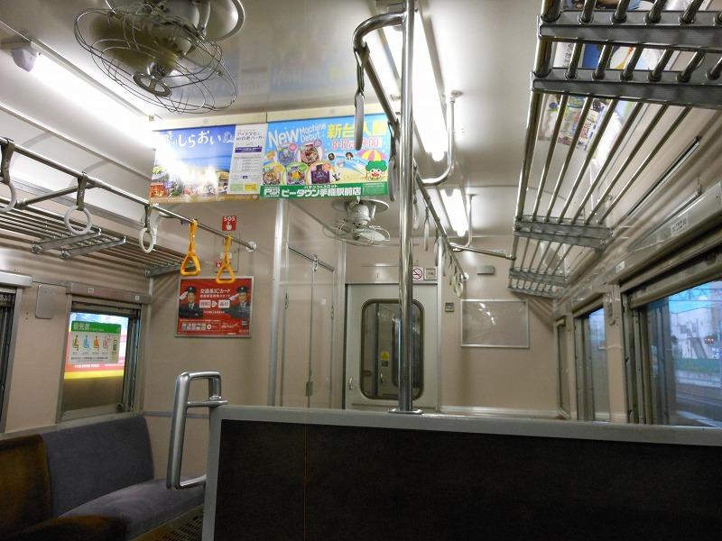 711系の車内