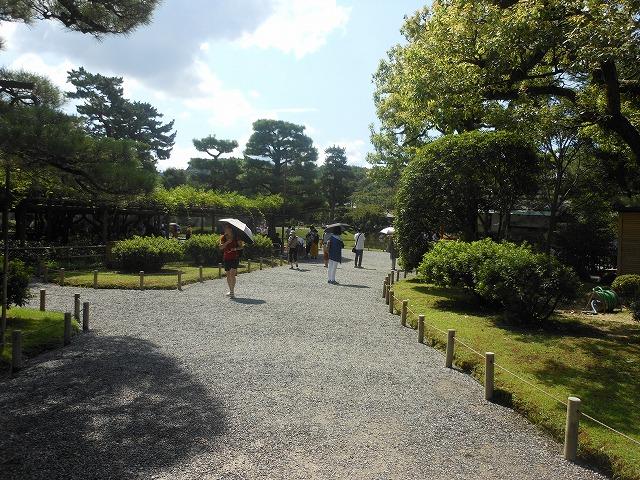 平等院の美しい庭園