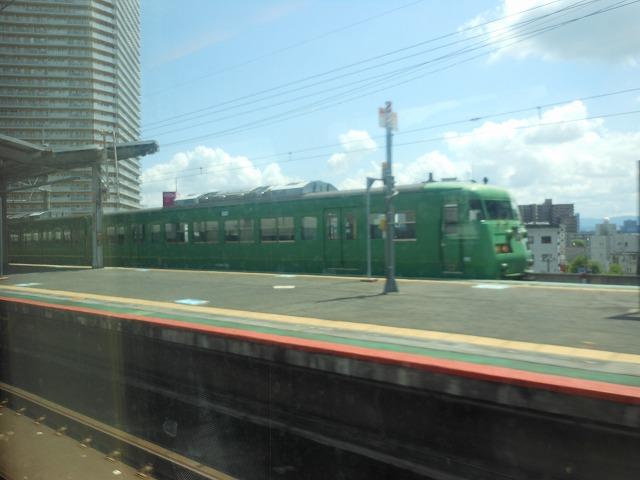 サンダーバードの車窓:大津京で117系を見る