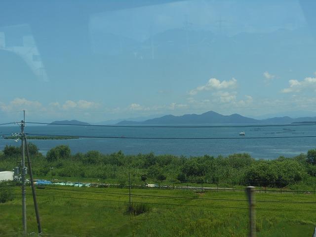 サンダーバードの車窓:琵琶湖を眺める