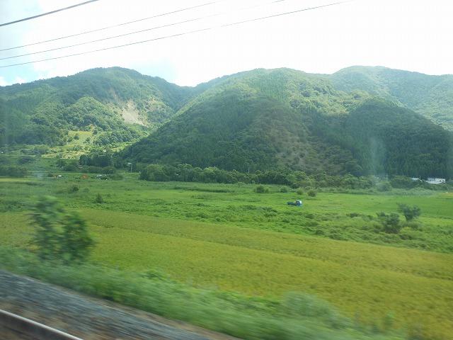サンダーバードの車窓:山が迫る