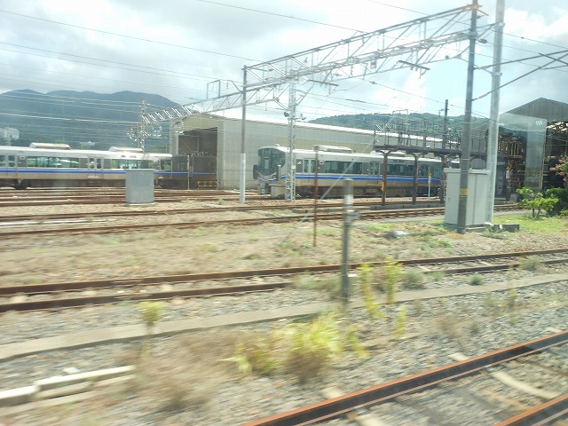 サンダーバードの車窓:敦賀の車両基地