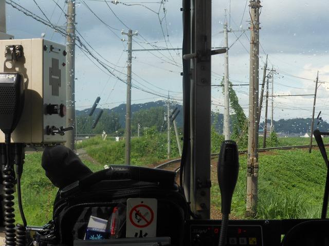 福井鉄道でカーブを行く